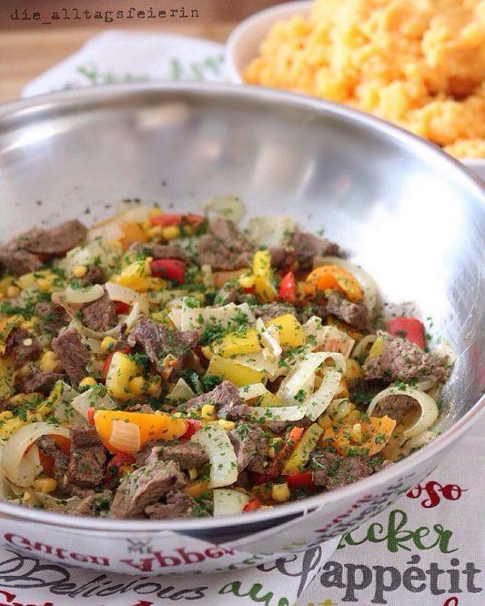 Steakpfanne mit Suesskartoffelstampf, Steak, Paprika, Mais, Suesskartoffeln, Suesskartoffelstampf, Speiseplan, Essensplan, Speiseplanung, Wochenplan, Freebie