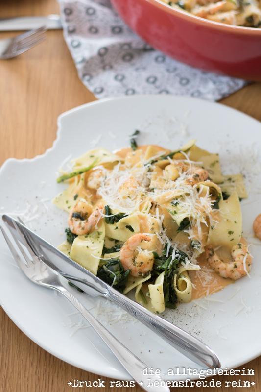 Pasta mit Garnelen und Spinat, ein Nudelrezept zum Reinlegen