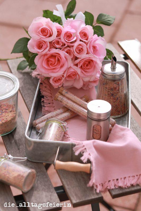 Blütenträumchen, selbstgemacht mit essbaren Blüten. Als Kaffee-Topping, zum Süßen und auch ein schönes Geschenk aus der Küche.