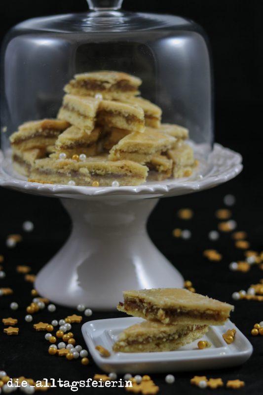Weihnachtsbäckerei, Plätzchen backen, Orangenstreifen, Orangenplaetzchen, Orangenrauten, Nuesse, Weihnachten, Plaetzchenrezept