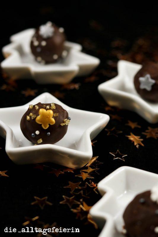 Überraschungskugeln, Pralinen mit Amaretto und Mandeln