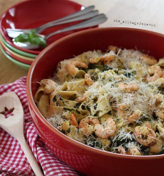 Wochenplan, Speiseplan, Essensplan, Freebie, Pasta, Garnelen, Spinat, Nudeln, Familienküche, cremige Soße, Parmesan,