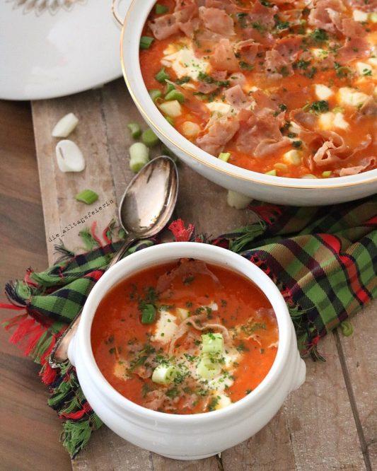 Speiseplan KW 35-19, Möhren-Tomatensuppe mit Parmachips, Möhrensuppe, Tomatensuppe, Suppendienstag, Parmaschinken, Wochenplan, Speiseplan, Essensplan, Freebie