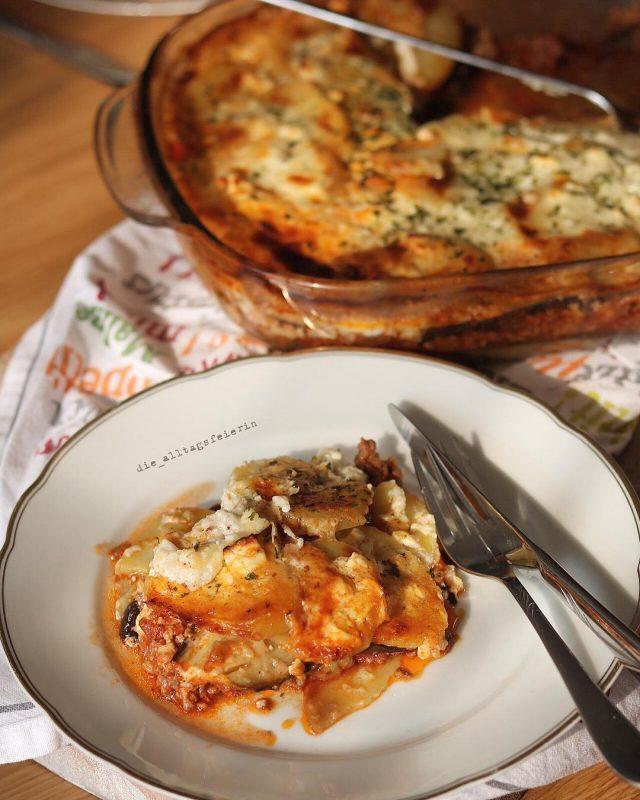 Moussaka, Auflauf, Rezept, Hackfleich, Speiseplan, Kartoffeln, mit Kaese ueberbacken