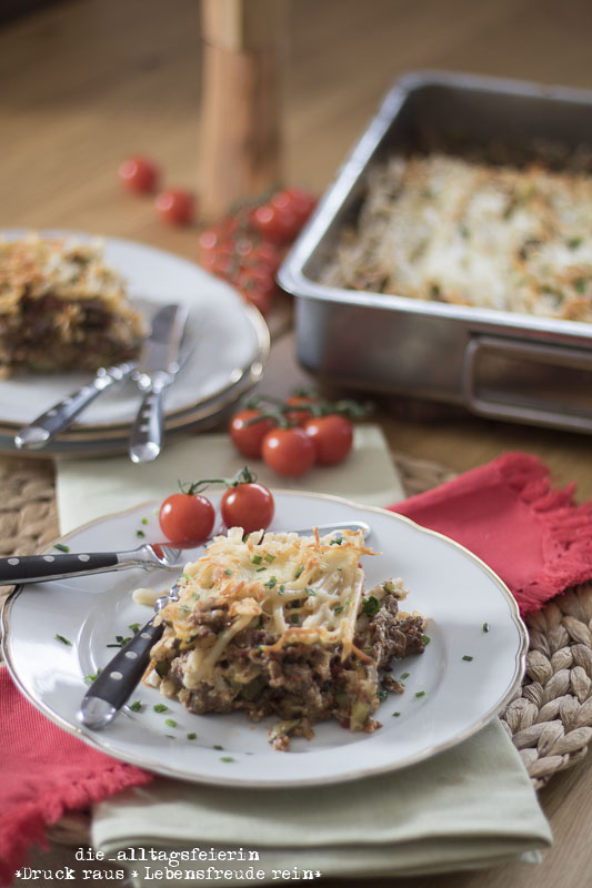 Makkaroni-Auflauf, Makkaroni, Hackfleisch, Zucchini, aus dem Ofen, mit Kaese ueberbacken, Auflauf, Pasta, Nudelauflauf