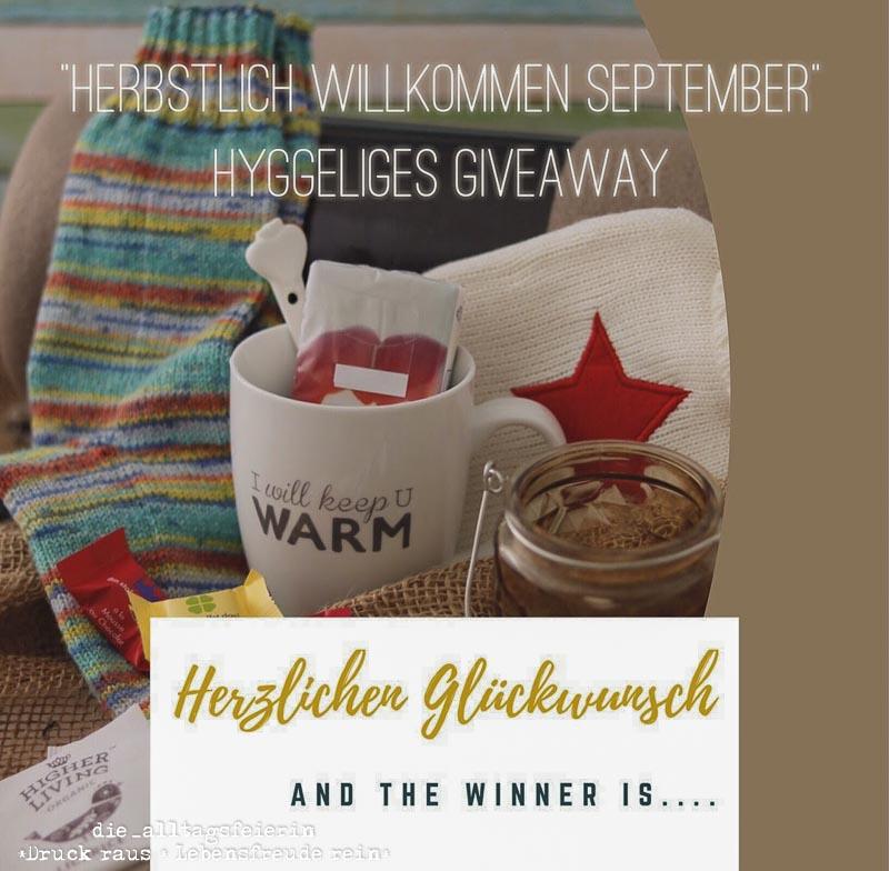 Gewinnspiel, hyggelig, Gewinner, Tasse, gestrickte Socken, Wärmflasche, Schokolade