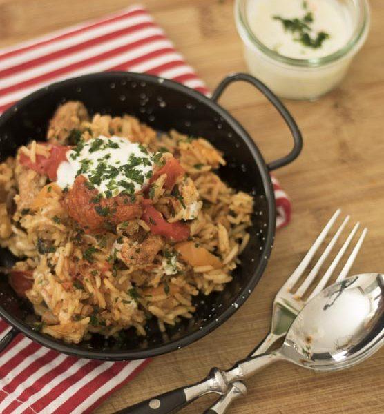 kroatisches Reisfleisch, kochen, Familienkueche, aus dem Ofen, Paprika, Rezept, Knoblauch, Knoblauchjoghurt