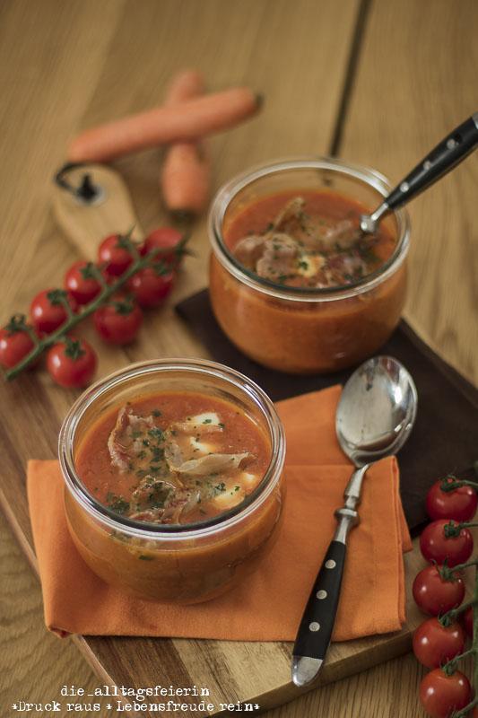 rezept m hren tomaten suppe mit parmachips die alltagsfeierin. Black Bedroom Furniture Sets. Home Design Ideas