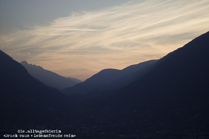 Suedtirol, Suedtiroler Apfel, blaue Stunde, Schenna, Suedtiroler Speck, Visit Southtyrol, Road to Southtyrol, Berge, Dolomiten, Sonnenuntergang