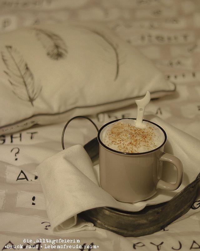 Wochenglueckrueckblick 081017, Kaffee im Bett, federleicht, Bettwäsche