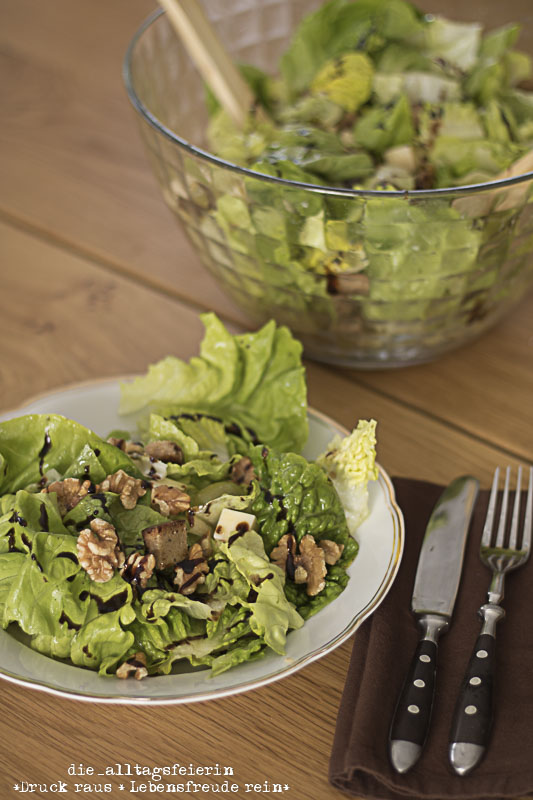 Herbstsalat, Speiseplan, Nüsse, Käse, Brotsalat, Salat, vegetrarisch,