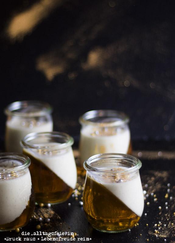 Panna cotta, schräge Apfel-Pannacotta, Apfelgelee, Dessert, Nachtisch, Dessert für Silvester, glitzer Dessert, Sektgelee, Champagnergelee, Schichtnachspeise