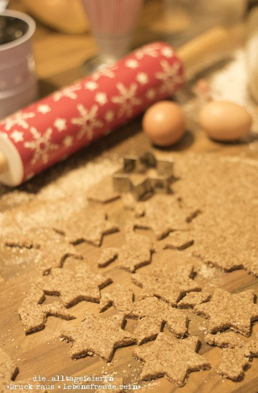 Zimtsterne, Zimtstern im Glas, Weihnachtsbäckerei, Plätzchen backen, Plätzchenklassiker, backen, Zimt, Mandeln, Nachtisch, Schichtnachspeise, Glühkirschen