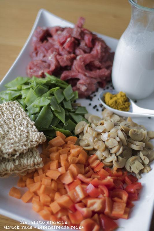 Asiapfanne, Gemüse-Kokos-Wok, Wokgericht, Mienudeln, Gemüse, Familienessen, Kokosmilch, Rezept, Rindfleisch, Möhren, Paprika