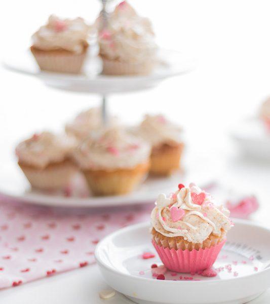 Mini-Cupcakes, Cupcakes, Mini-Muffins, Muffins, Topping, Kekstopping, Oreatopping, backen, Muttertag, Motherday, Seelenfutter, Geschenke aus der Küche, mit Liebe gemacht, Zuckerstreusel, Geschenk für Mama, Mamatag, Überraschung für Mama, süße Grüße, die alltagsfeierin, Ü40, Ü40 Blogger