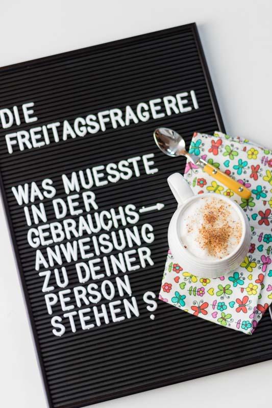 #diefreitagsfragerei, diefreitagsfragerei, Fragen, Fragen stellen, Fragen an dich, Fragen an das Leben, Selbstfuersorge, Notfallkoffer, hilfreiche Antworten, Antworten auf Fragen, die alltagsfeierin, alltagsfeierei, druck raus lebensfreude rein, Kaffee, Milchkaffee, Kaffee Latte