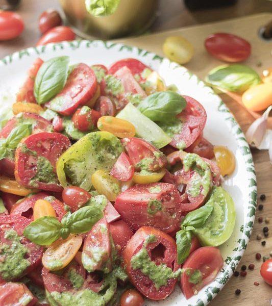 Tomaten-Salat, bunter Tomaten-Salat, Tomatensalat, Tomatensalat a la Jamie Oliver, Jamie Oliver, einfach, Kochquickie, Tomaten, gesunde Küche, Salat,