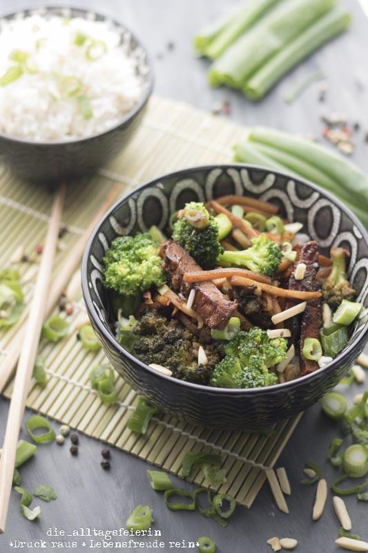 Reis, Reis Baby, Reis, Asiatische Schweinerei mit Hoisinsoße, Asiatisches Rezept, Schweinefleisch, Hoisinsoße, Sojasoße, Asiapfanne, Brokkoli, Reis, Basmatireis, diealltagsfeierin.de, ue40