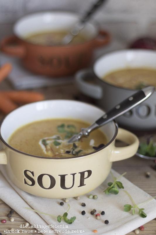 Rote-Linsen-Kokos-Suppe, rote Linsen, Kokosmilch, Ingwer, veggetarisch, Suppendienstag, Ingwer, Herbstsuppe, Paprika, Curry, Mittagessen, Familienkueche, Suppenrezept,