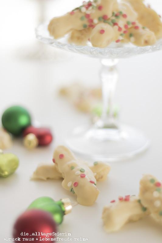 Plaetzchen, Weihnachtsplaetzchen, Konfettistangen, Konfettistangen mit Schwips, Weihnachtsbaeckerei, Weihnachten, Praline, Pralinen, Pralinenrezepte, Weihnachts-Pralinen, weisse Schokolade, Orangenlikoer, diealltagsfeierin.de, ue40 Blogger, Konfetti-Stangen