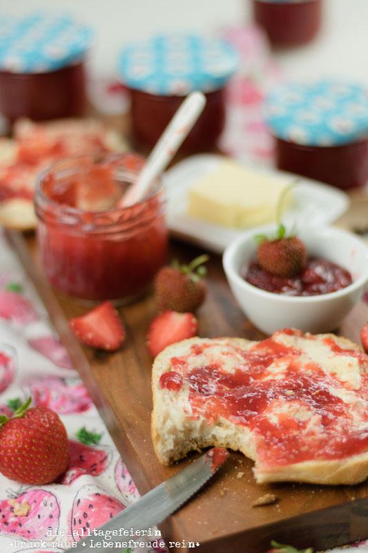 Fruehstuecksideen, Marmelade, Erdbeermarmelade, Erbeer-Aperol-Marmelade