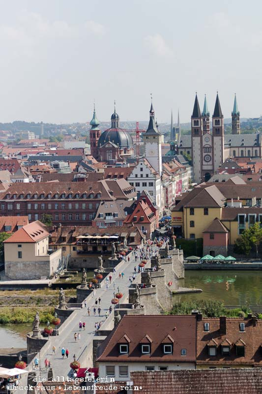 Wuerzburg, Blick auf die Alte Mainbruecke, Wuerzburger Rathaus, Wuerzburger Dom