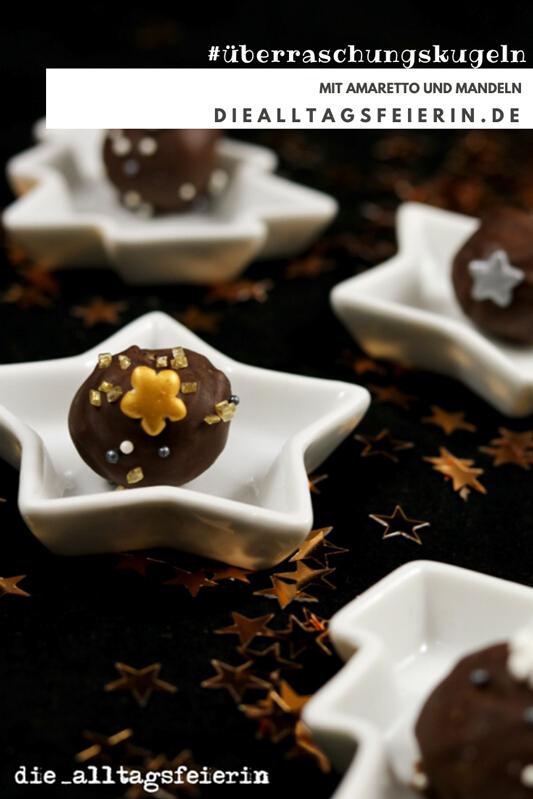 Überraschungskugeln mit Amaretto und Mandeln,weihnachtliche Plätzchenrezepte und Dessert von diealltagsfeierin.de