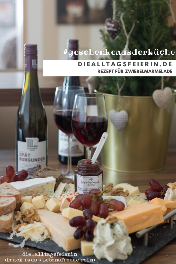 Rezept für Zwiebelmarmelade mit dem Spätburgunder der Weinlinie 1112 elfhundertzwölf. Passt perfekt zu Käse und rotem Fleisch