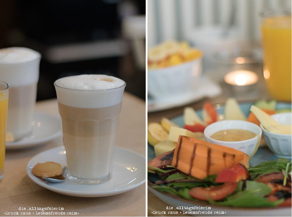 Cafe Rudowitz Würzburg, Frühstück, Latte MAcchiato und manchmal gehört auch ein süßer Hund zum Interieur
