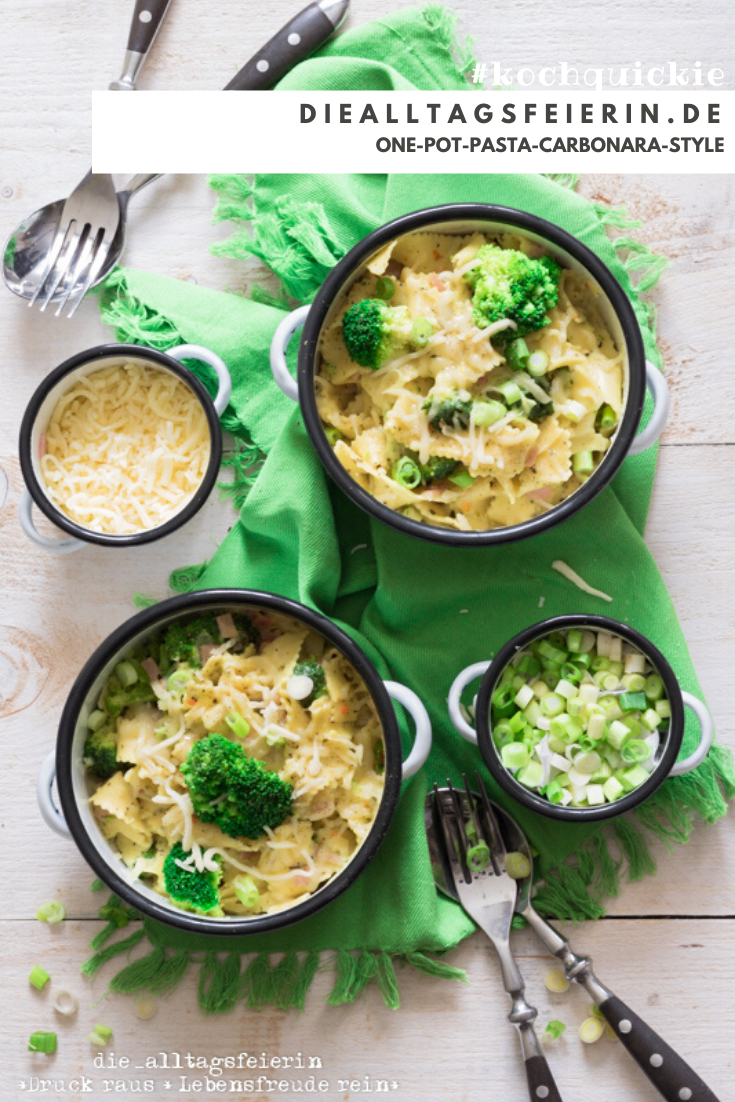 One-Pot-Rezepte. One-Pot-Pasta Carbonara Style. Schnelle Pasta mit Brokkoli und Schinken frisch gekocht.
