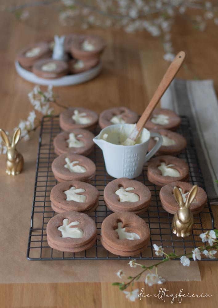Osterkekse Linzer Art mit Eierlikör-Schokotrüffelfüllung, leckere Osterfeierei für zu Hause