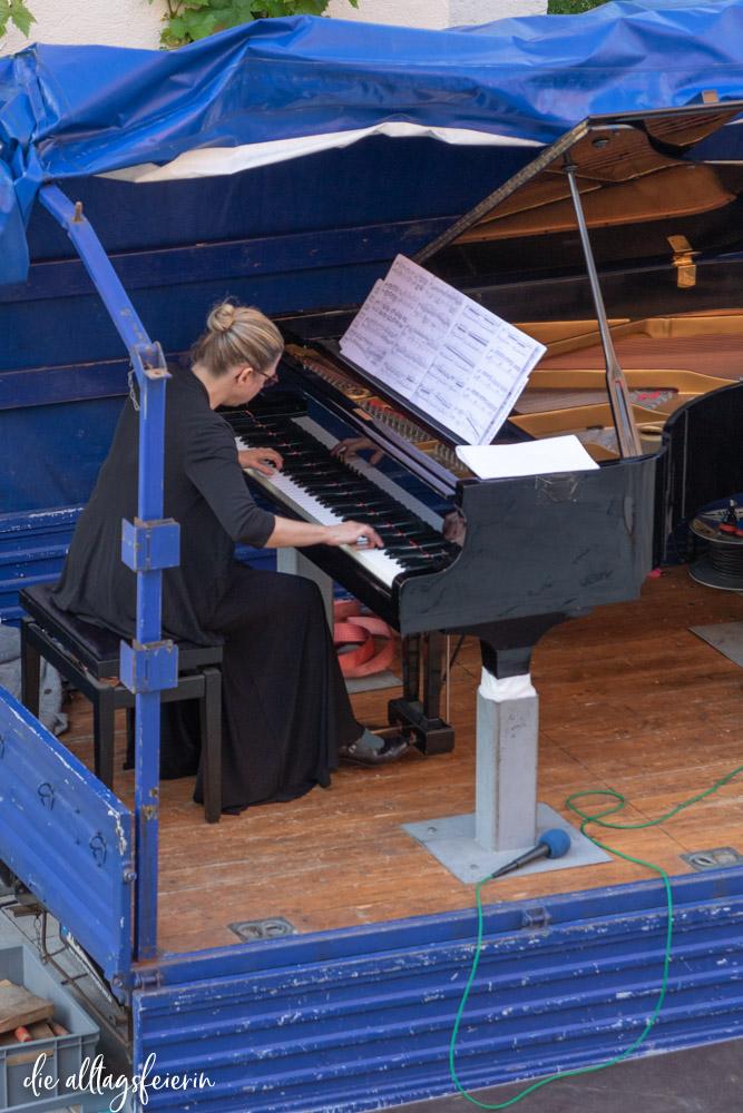 Ragna Schirmer, Pianistin beim Konzert (Kulturelles Fenster zum Hof) Mozartfest Würzburg 2020