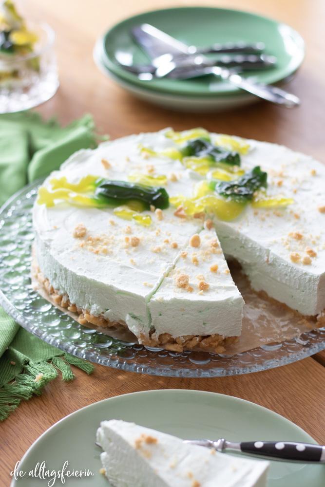 Waldmeister-Torte, Torte aus dem Kühlschrank in der leichten Variante,