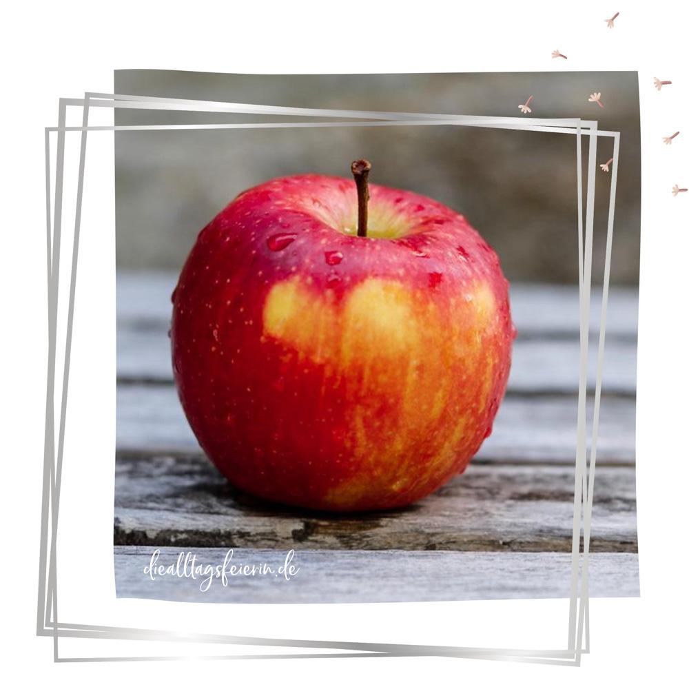Apfel-Freebie_Download für den September Newsletter auf diealltagsfeierin.de, alltagsfeierliche Monatspost