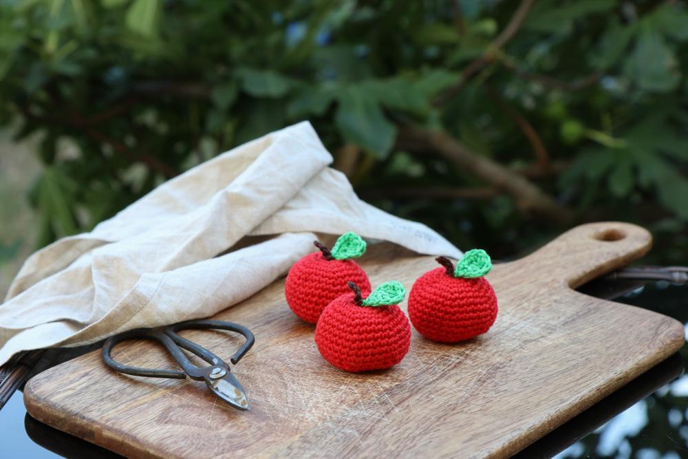 Kornblumendesign, Melanie Michilli, gehäkelte Äpfel, schön als Deko oder für den Kaufmannsladen