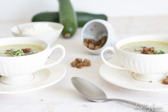 Zucchinicreme-Suppe, ein Kochquickie der äußerst lecker schmeckt. Einfach und schnell zubereitet.
