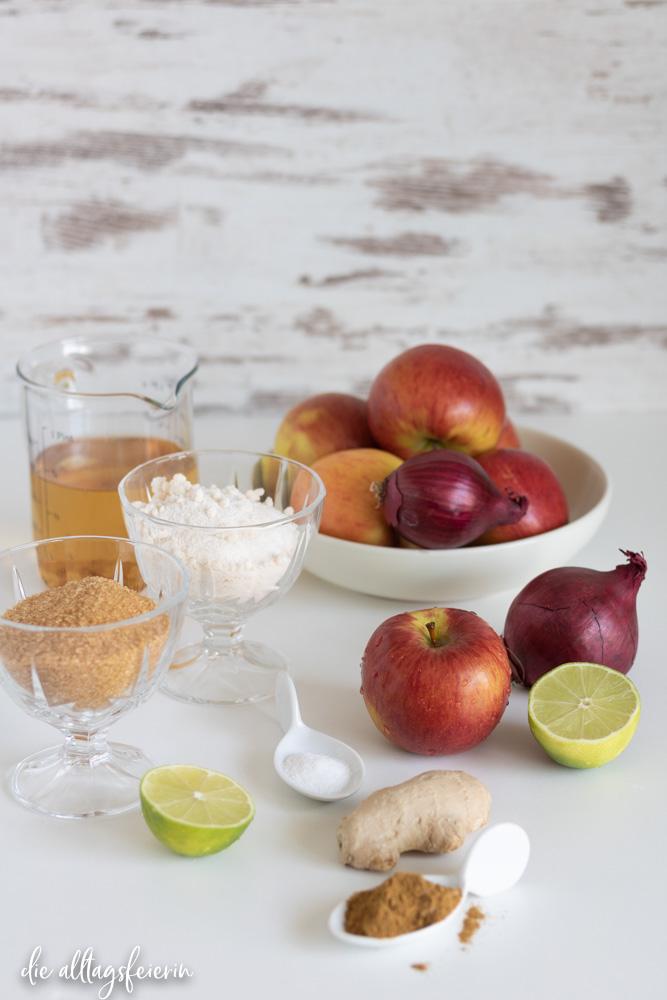 Apfel-Chutney, mit Garam Masala, Balsamico, Ingwer und Zwiebeln. Passt perfekt zu Kurzgebratenem und Käse. diealltagsfeierin.de