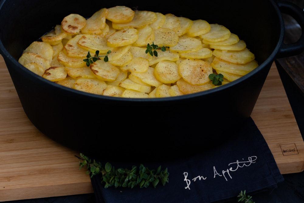 versteckte Schweinelende mit Kartoffelhaube. Zubereitet im Gusseisen-Bräter Calido von kela
