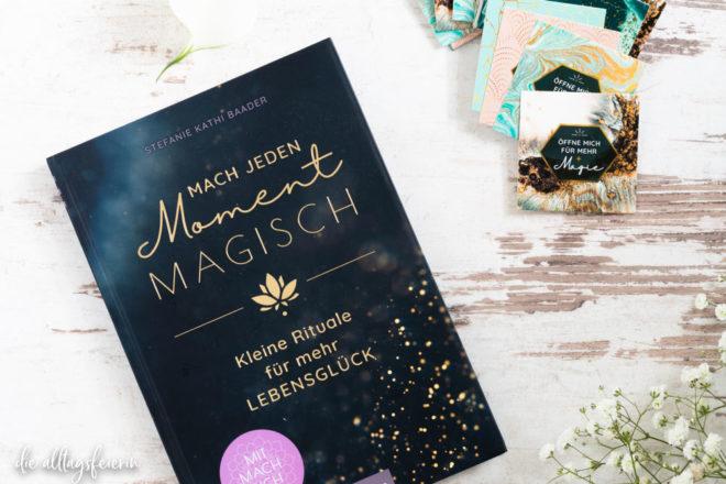 Buchrezension Mach jeden Moment magisch von Stefanie Kathi Baader, arsEdition. Das Kärtchens Magische Momente