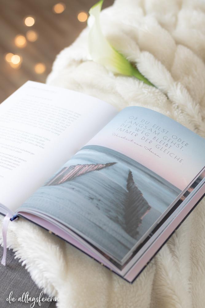 Buchrezension Mach jeden Moment magisch von Stefanie Kathi Baader, arsEdition. Im Wochenrückblick No 46-2020