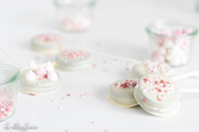 Oreo-Valentins-Pops, einfaches Rezept zum Valentinstag für alle die Oreos lieben.