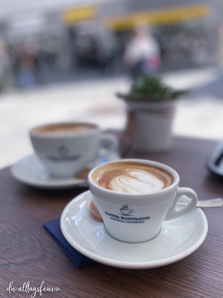 Wochenendfeierei No 19-2021. Cappuccino bei der Kaffeemanufaktur Würzburg
