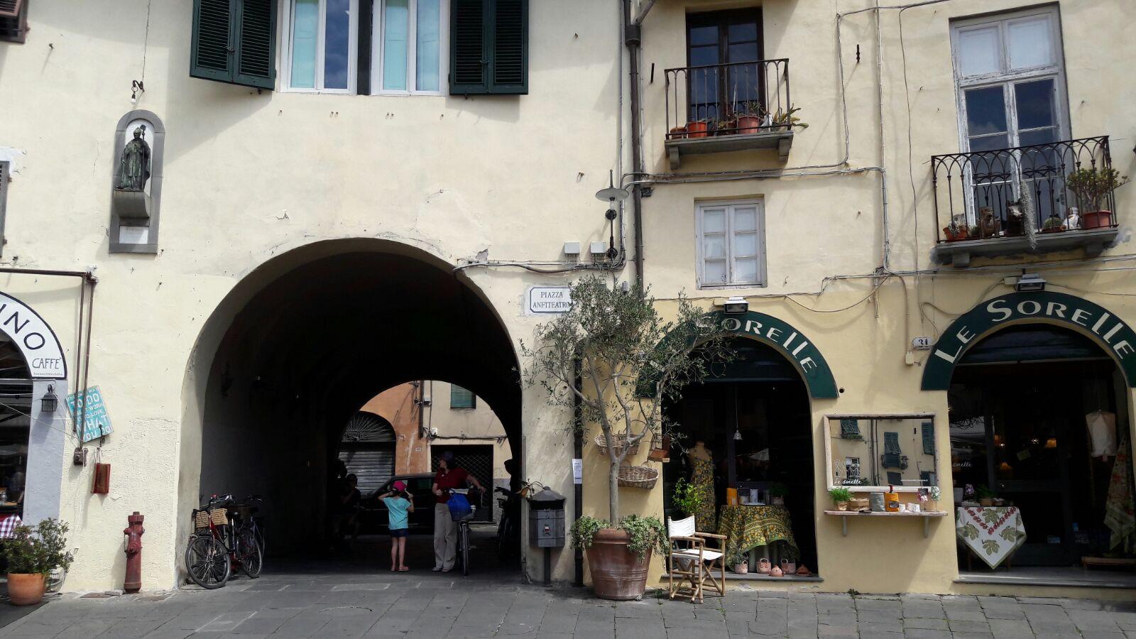 Lucca Piazza dell´Anfiteatro