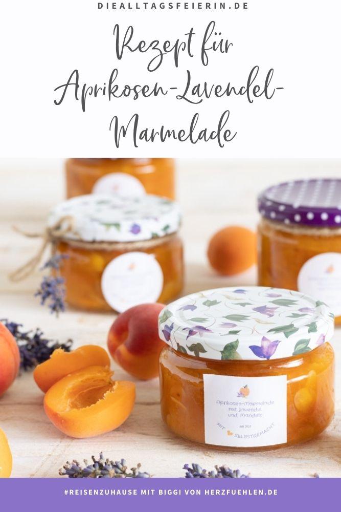 Aprikosen-Lavendel-Marmelade mit Mandeln. Rezept für #reisenzuhause mit Biggi von herzfuehlen.de