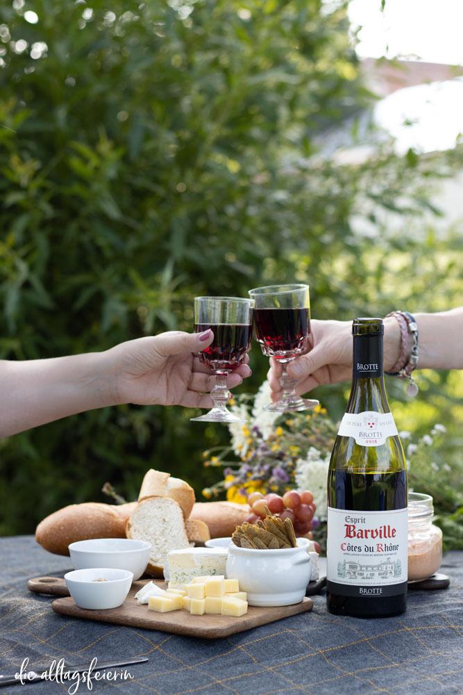 Picknick mit Côtes du Rhône Wein, Barville Rotwein vorgestellt auf diealltagsfeierin.de