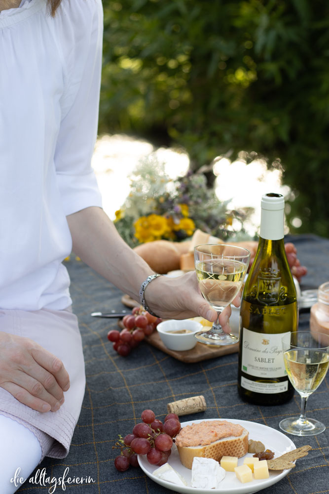 Picknick mit Côtes du Rhône Wein, Sablet Weißwein vorgestellt auf diealltagsfeierin.de