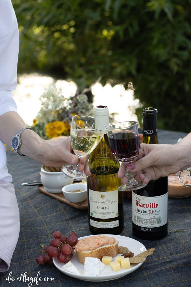 Picknick mit Côtes du Rhône Wein, Barville und Sablet