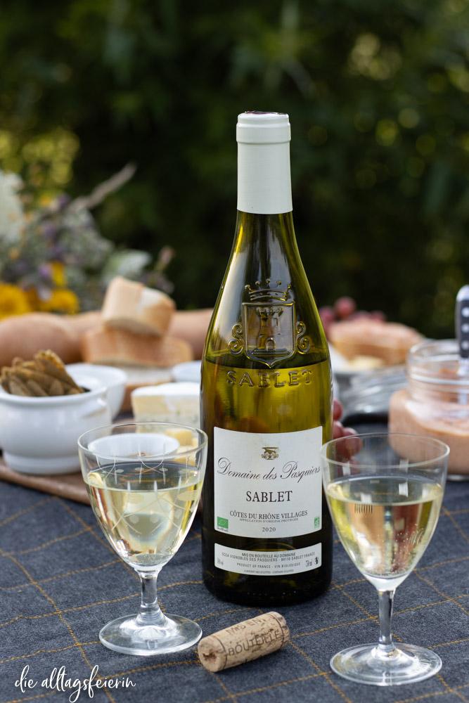 Picknick mit Côtes du Rhône Wein, Sablet Weißwein