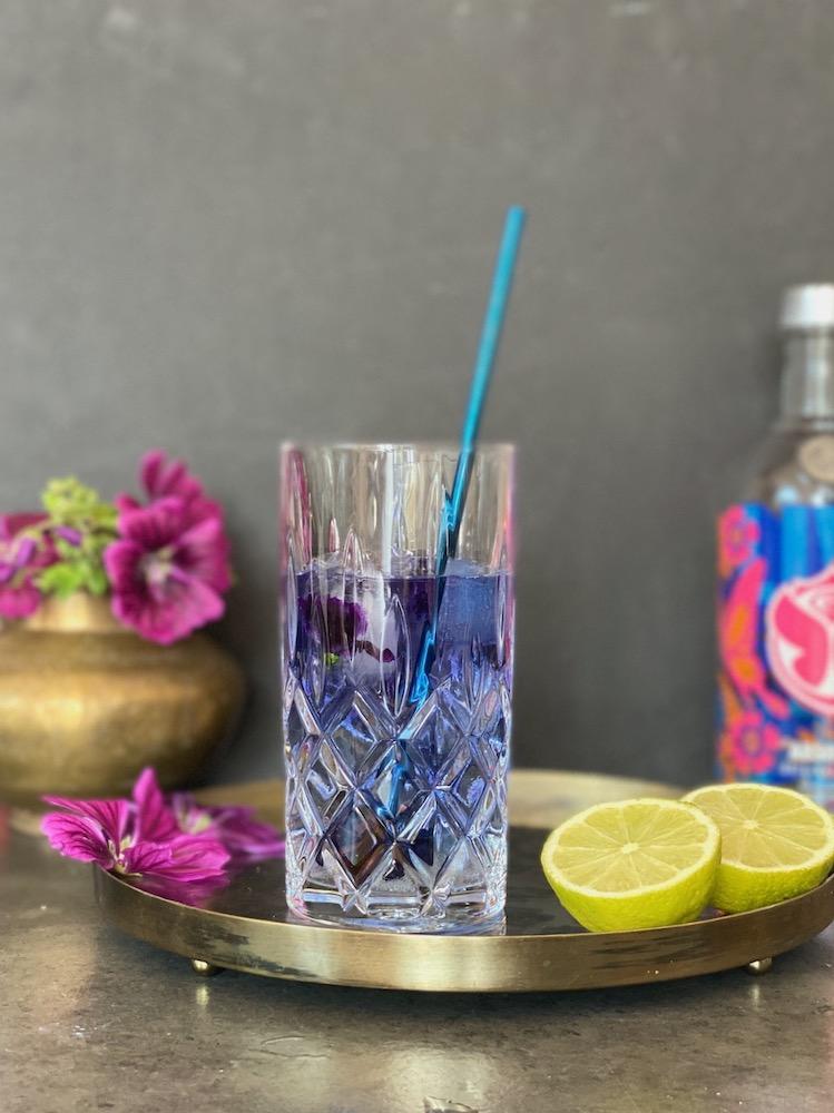 Malvenblüten-Infusion, Malvenblütentee mal magisch. Magic Vodka-Malvenblüten-Infusion von Susan Labsalliebe.com