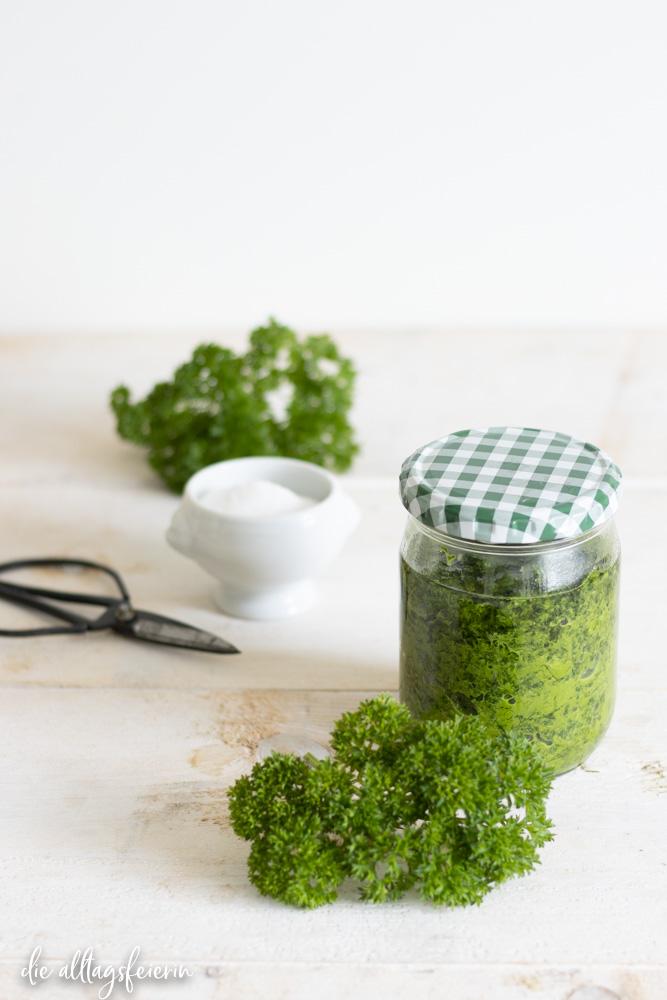 Petersilien-Paste, einfach auf Vorrat, selbstgemachte und einfache Rezepte auf diealltagsfeierin.de
